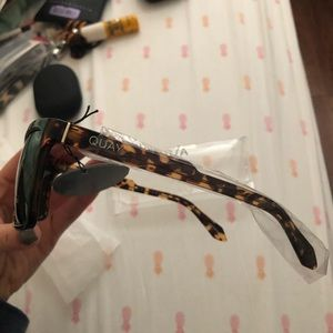 2664ca12d1 Quay Australia Accessories - BNWT Quay Men s Polarized Sunglasses- Let It  Run